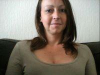Nu live hete webcamsex met Hollandse amateur  nina_x?